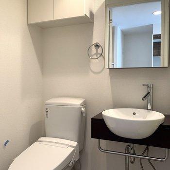 コンパクトで清潔感がある洗面台はおしゃれです♪(※写真は5階の同間取り別部屋のものです)