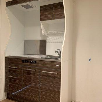 冷蔵庫との距離も近くて◎(※写真は5階の同間取り別部屋のものです)
