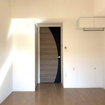 和柄のような、色も素敵なドアもアクセントになっていますね!(※写真は5階の同間取り別部屋のものです)