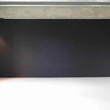 黒壁をドーン!※写真は3階の同間取り別部屋のものです。