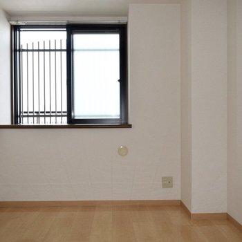 寝室や、物置部屋にでも。(※写真は14階の反転間取り別部屋のものです)
