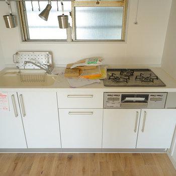キッチンは大きな3口ガス!※写真は工事中です