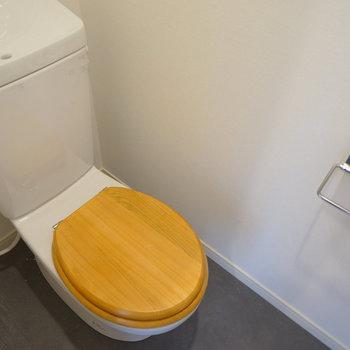 トイレには木製便座を◎※写真は工事中です