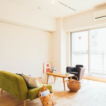 色味の明るい家具とも無垢床は相性◎※写真はイメージ