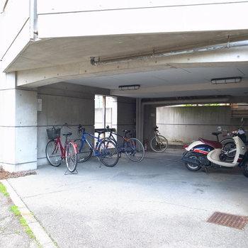 【共用部】駐輪場は屋根つき!汚れる心配も少ないですよ。