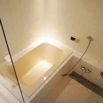 お風呂、ガラスパーテーションで