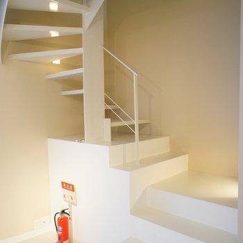 階段で二階へ
