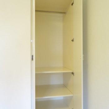 クローゼットは少し小さめ(※写真は3階の反転間取り別部屋のものです)