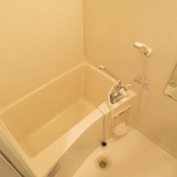 お風呂も綺麗に(※写真は3階の反転間取り別部屋のものです)