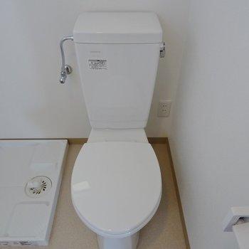 ウォシュレットは付いてませんが、トイレも新品