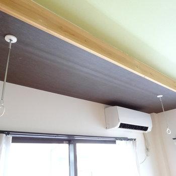洋室には室内物干しも完備です。