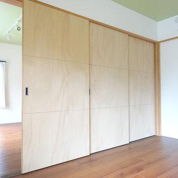 リビングと洋室は引き戸で仕切れます。