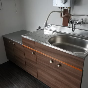 キッチンは瞬間湯沸かし器。。