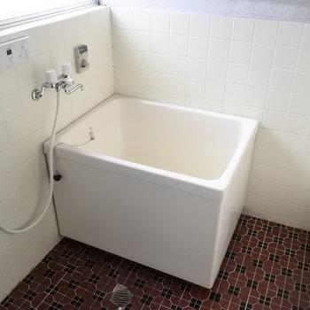 お風呂はとってもレトロ。