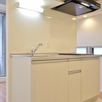 アイランド風のキッチン。※写真は、同タイプの2階部分。