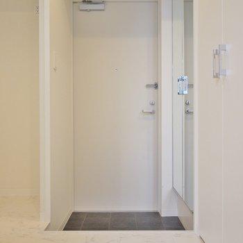 こちらが玄関スペース。※写真は、同タイプの2階部分。