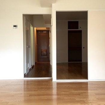 右の個室は寝室かな(写真は101号室)