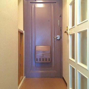このドアの色、好き!(写真は101号室)