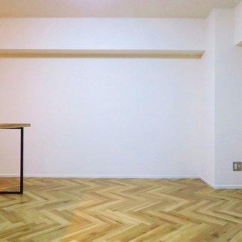 このジグザグなヘリンボーンの床が素敵!