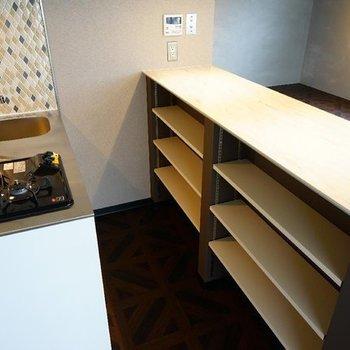 下に収納もあります♪※写真は7階の同間取り別部屋のものです。