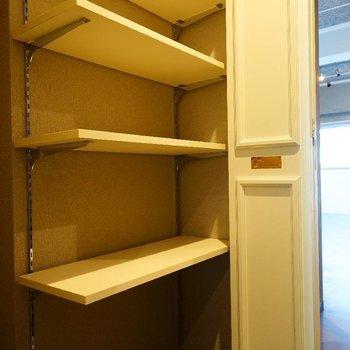 下駄箱も大容量!※写真は7階の同間取り別部屋のものです。