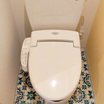 トイレの床までパターン柄