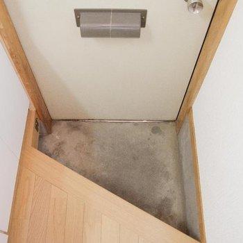 斜めでゆったり※写真は1階の同間取り別部屋のものです