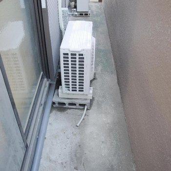 洗濯機は外で!※写真は1階の同間取り別部屋のものです