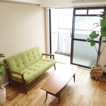 明るい色味の家具が引き立つお部屋に※写真はイメージ