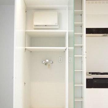 キッチン横と玄関にも収納※写真は前回掲載時のものです
