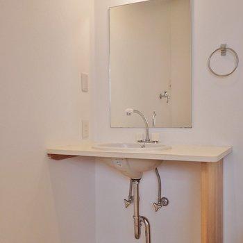 造作の素敵な洗面。※写真は前回撮影時のもの