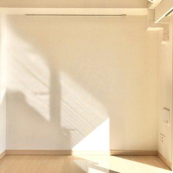 【寝室】南向きで明るい〜