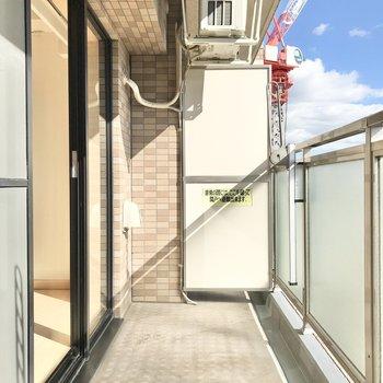 バルコニーは室外機が天井にあり、広く使えますね。