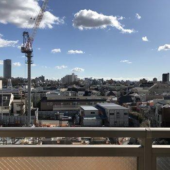 眺望は空。※隣の敷地は建築工事中のため眺望が変わる可能性があります。