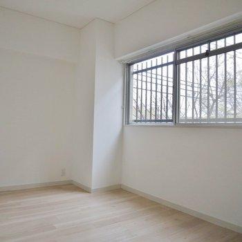 玄関横の洋室も使いやすそうで◎※写真は前回募集時のもの。