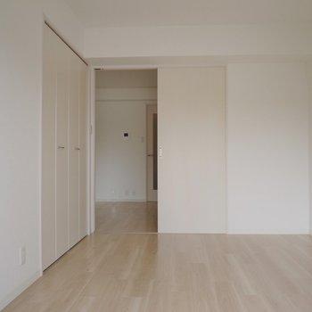 こちらは、お隣の洋室♪※写真は前回募集時のもの。