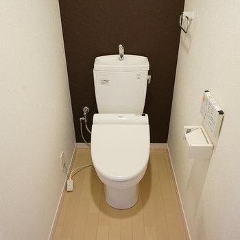 トイレも広々ウォシュレット付き!