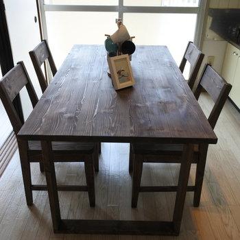 このテーブルもカクヤスで購入いただけますよ。