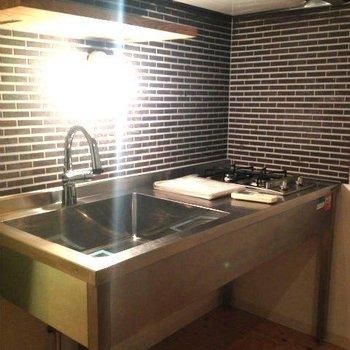 かっこいいキッチン※写真は2階同間取り別部屋のものです
