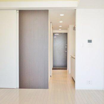 バルコニー側から見たお部屋はこんな感じ。※写真は前回撮影時のもの