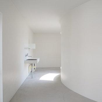 また3階に戻って、、共用部から光がかまぼこ型に入ってきます