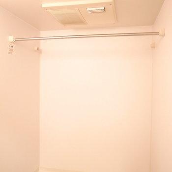 浴室乾燥機がついています。