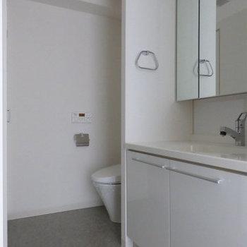 洗面スペースは一緒になっています。(※写真は12階の同間取り別部屋のものです)