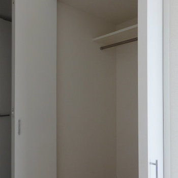 広めの収納がまた使い勝手がgood。(※写真は12階の同間取り別部屋のものです)