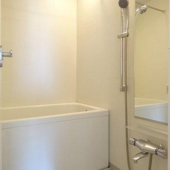 お風呂は追い焚きついてます※写真は8階の同間取り別部屋のものです。