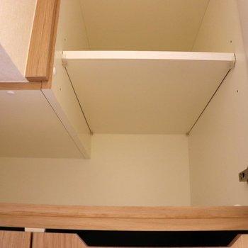 洗濯機置場上の収納※写真は4階の反転間取り別部屋のものです