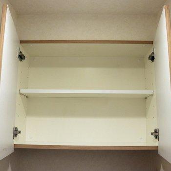 トイレ上の収納棚※写真は4階の反転間取り別部屋のものです