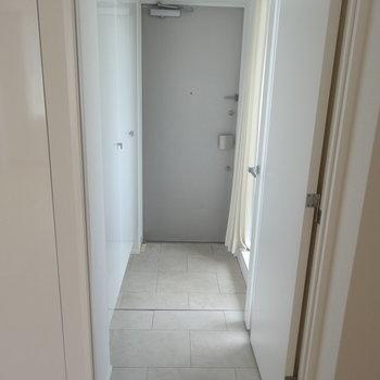 まっすぐ通った玄関※写真は前回募集時のものです