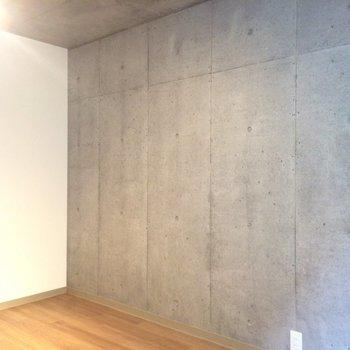 壁は一部コンクリうちっぱ