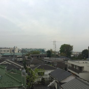 屋上からの眺めです、今日は曇り